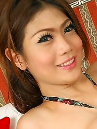Stunning Thai ladyboy Anna Gets Nude
