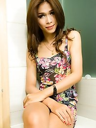 Nith is a stunning girl from Phnom Phen, Cambodia.