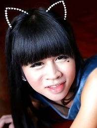 22 year old horny Thai ladyboy Dear gets naughty with white tourist