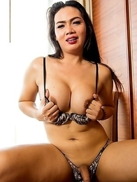 Ladybiy Sara  big beautiful from cambodian