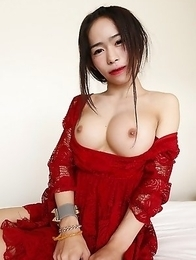 19yo busty Thai newhalf Ai sucks off white cock on her first date